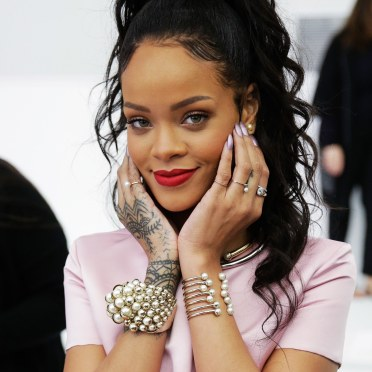 00-promo-image-rihanna-reclaims-the-ring-finger